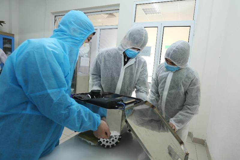 Chế tạo thành công robot lau sàn khử khuẩn phòng bệnh - ảnh 2