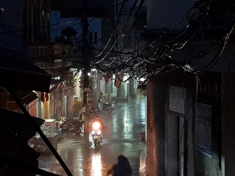 Hà Nội đón mưa vàng sau 10 ngày nắng nóng - ảnh 2