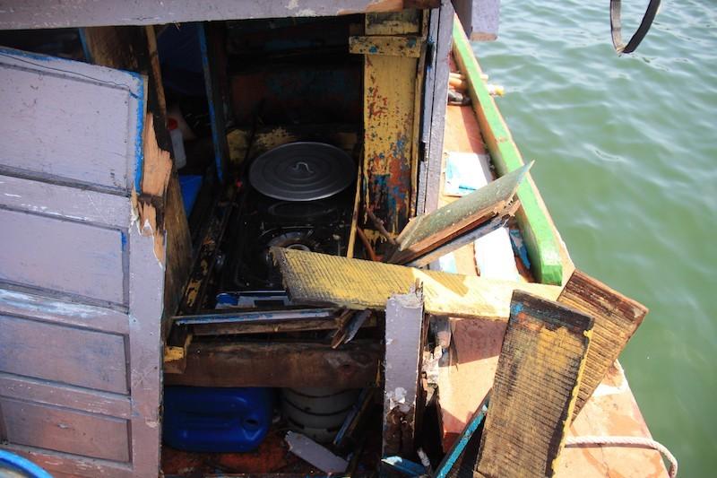 Phản đối tàu Trung Quốc đâm húc, lấy tài sản tàu cá Việt Nam - ảnh 1