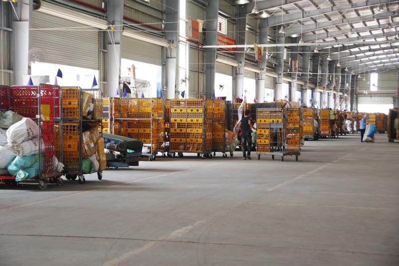 Hệ thống camera dày đặc tại các trung tâm logistics ở Hà Nội - ảnh 4