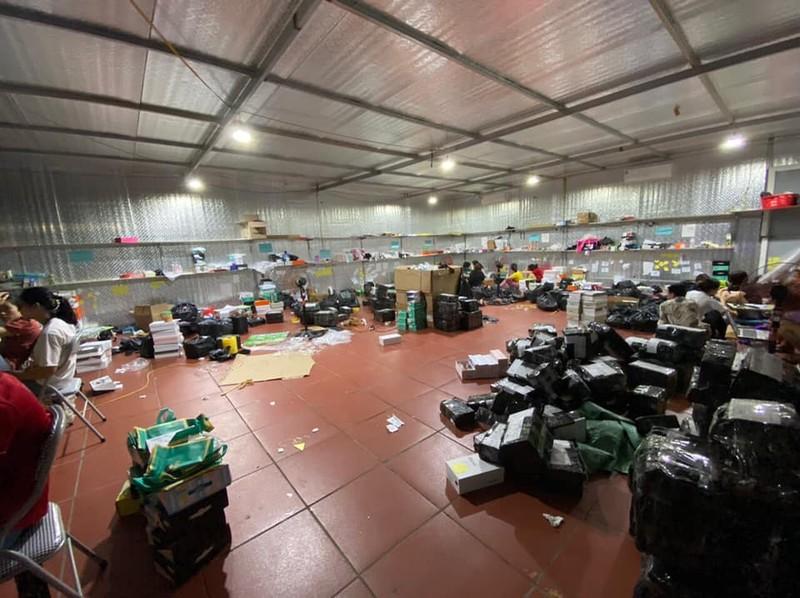 Triệt phá kho hàng lậu hơn 10.000 m2 tại Lào Cai - ảnh 1