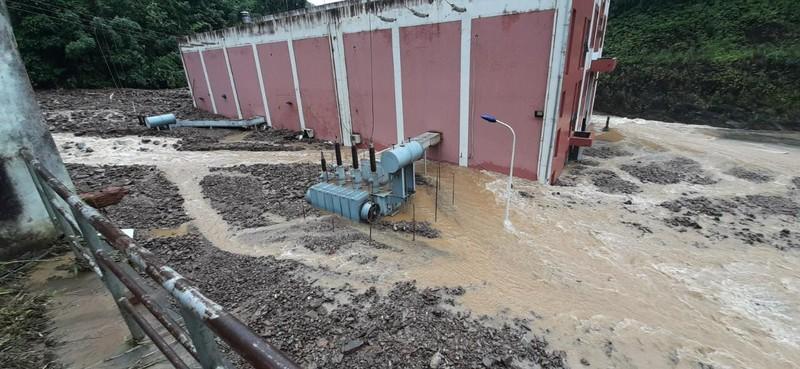 Cận cảnh nhà máy thủy điện Thái An bị đất đá vùi lấp - ảnh 1