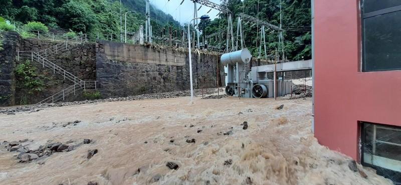Cận cảnh nhà máy thủy điện Thái An bị đất đá vùi lấp - ảnh 2