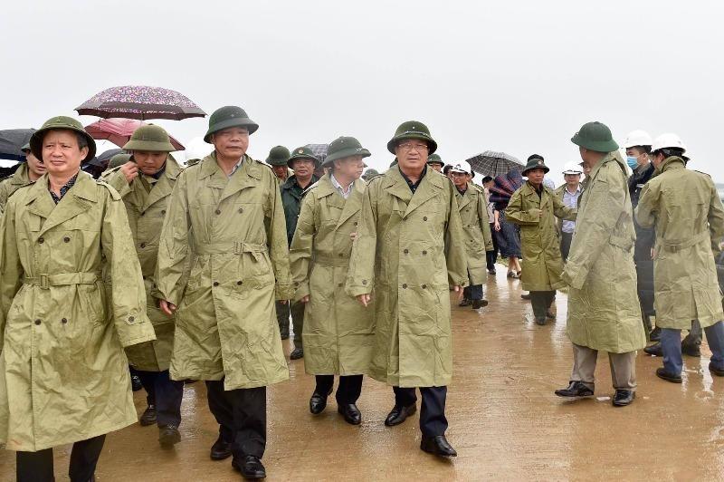 Phó Thủ tướng kiểm tra ứng phó bão số 5 tại miền Trung - ảnh 1