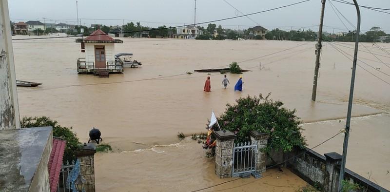 Bão số 6 đang nằm trên vùng biển Quảng Nam - Bình Định - ảnh 3