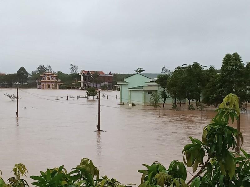 Bão số 6 đang nằm trên vùng biển Quảng Nam - Bình Định - ảnh 2