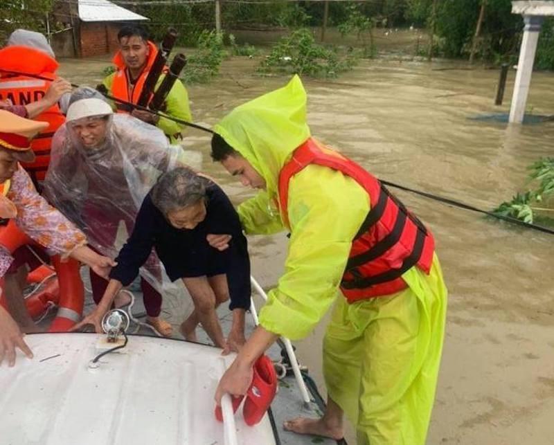 Bão giật cấp 10 đang ở vùng biển Thái Bình- Nghệ An - ảnh 2