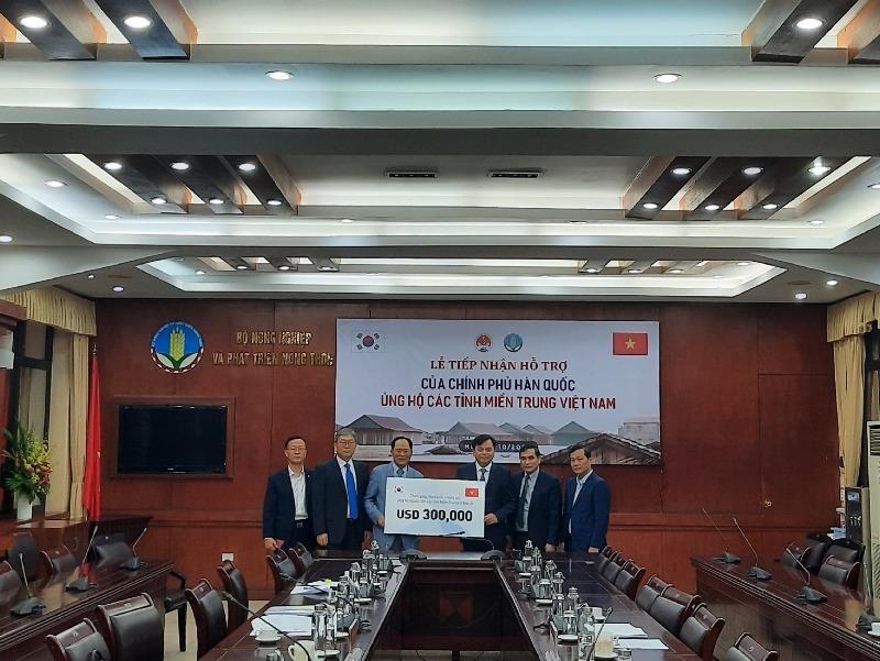 Hàn Quốc hỗ trợ 300.000 USD giúp khắc phục mưa lũ miền Trung - ảnh 1