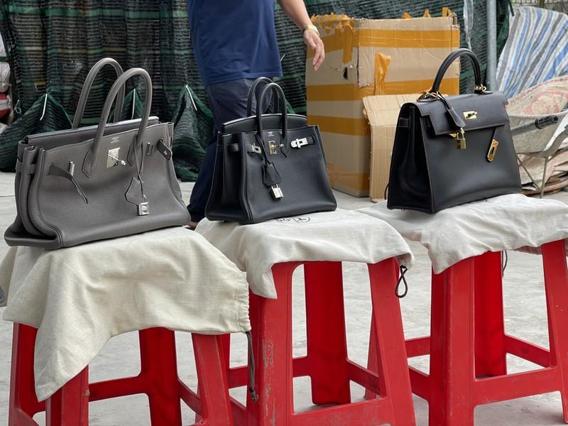 Triệt phá kho hàng giả thương hiệu Hermès, LV...cực lớn - ảnh 2