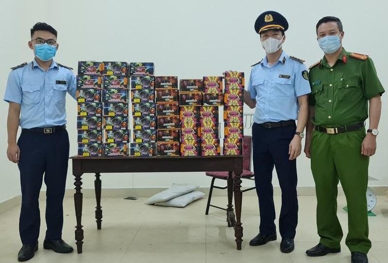 Phát hiện hơn 70 kg pháo trên xe tải ở Nghệ An - ảnh 2