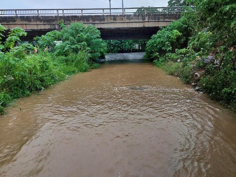 Lũ cuốn trôi 2 người dân, các tỉnh miền núi chủ động ứng phó với mưa lũ - ảnh 1
