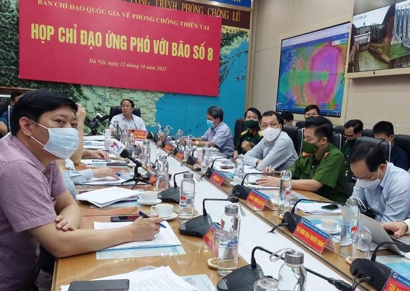 Phó thủ tướng Lê Văn Thành chủ trì họp chống bão số 8 - ảnh 1