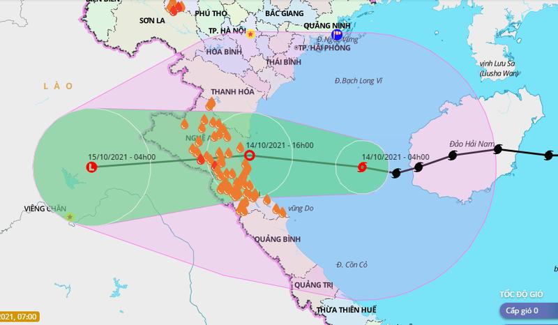 Bão số 8 suy yếu thành áp thấp nhiệt đới, chỉ còn cách bờ biển Hà Tĩnh 190km - ảnh 1