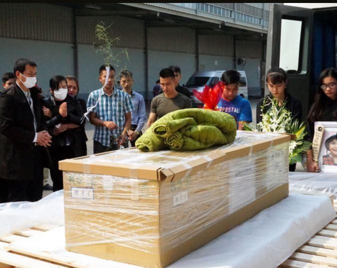 Thi thể bé gái Việt bị sát hại ở Nhật đã về Nội Bài - ảnh 1
