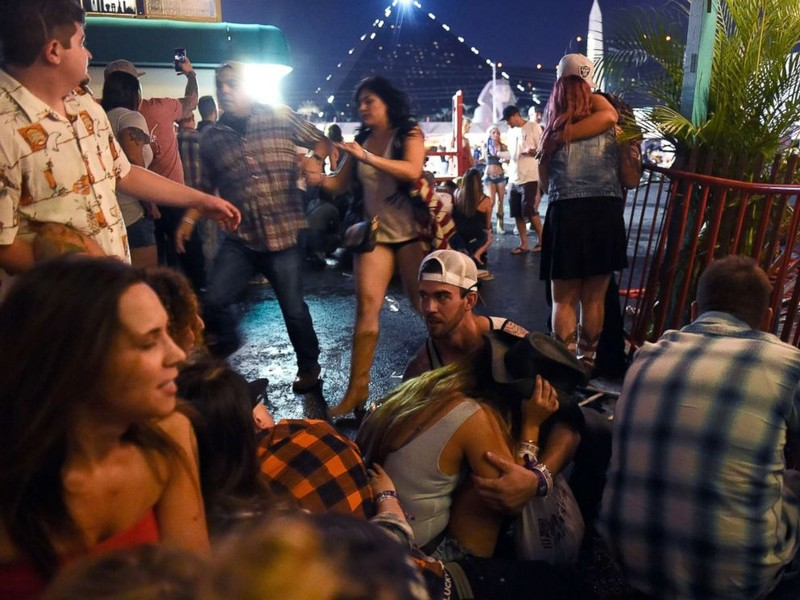 Hung thủ 64 tuổi xả súng giết hơn 50 người ở Las Vegas - ảnh 1