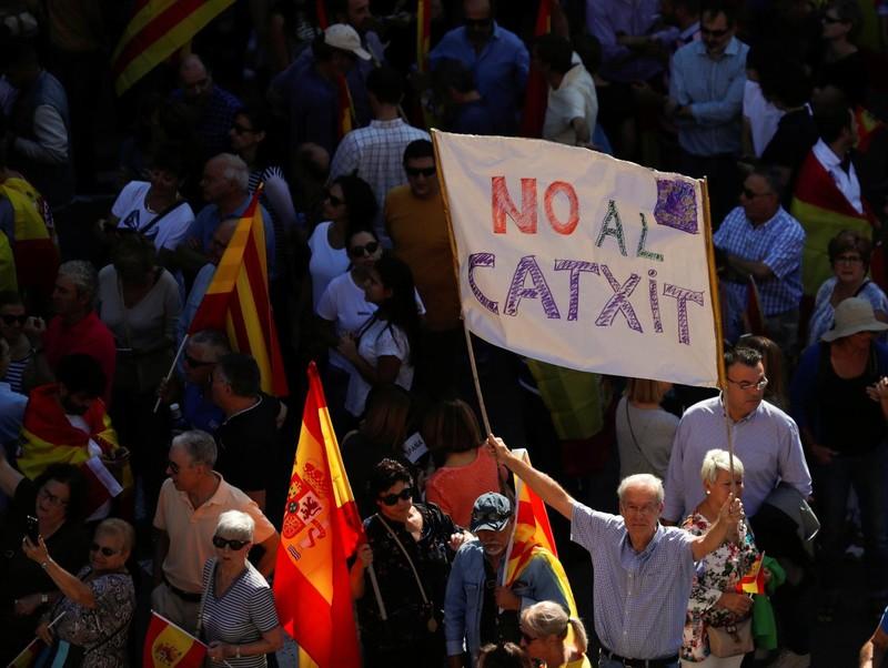 350.000 người biểu tình phản đối Catalonia độc lập - ảnh 2