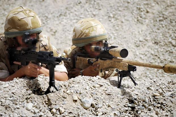Lính bắn tỉa Anh diệt gọn 15 tay súng IS cách 1 km - ảnh 1