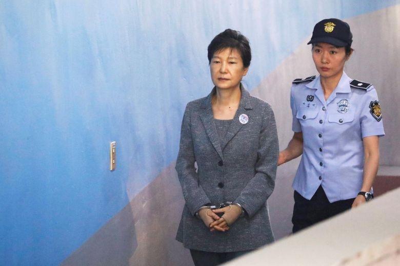 Bà Park Geun-hye muốn gánh tội thay cấp dưới - ảnh 1