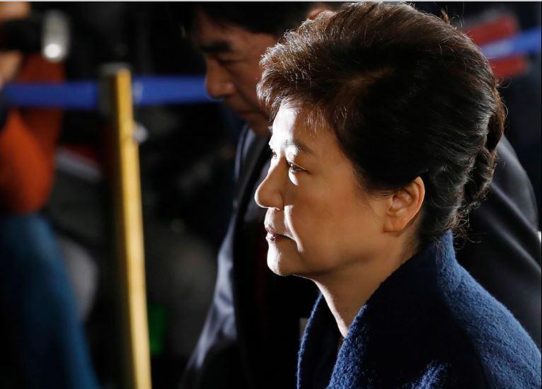 Bà Park Geun-hye muốn gánh tội thay cấp dưới - ảnh 2