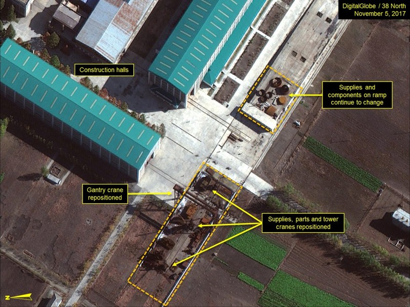 Triều Tiên đang đóng tàu ngầm tên lửa đạn đạo - ảnh 1