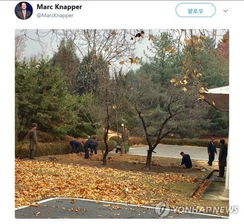 Triều Tiên đào hào gần nơi lính chạy sang Hàn Quốc - ảnh 1