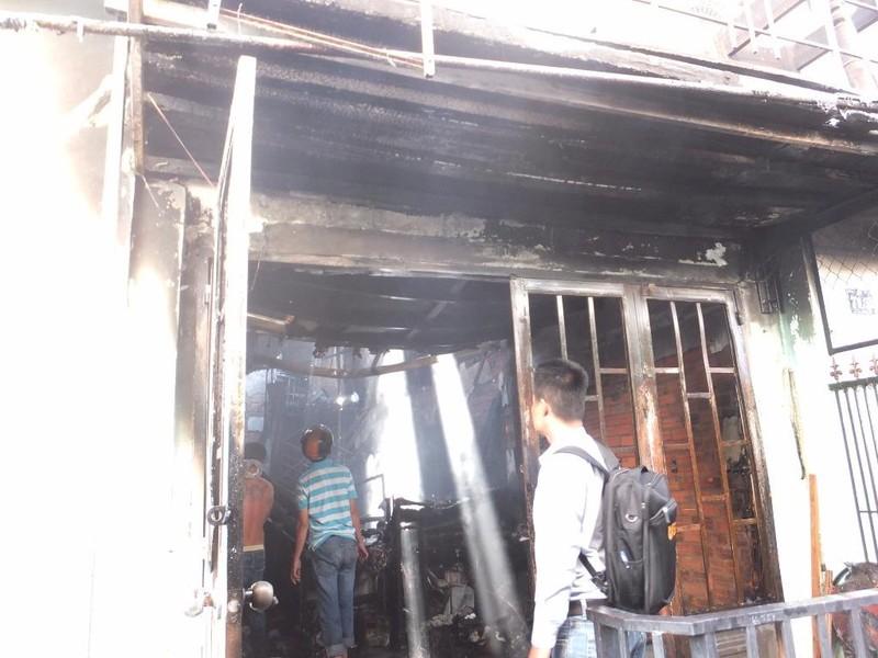 Ngôi nhà cháy rụi trong lúc chủ nhân đi tập thể dục - ảnh 1