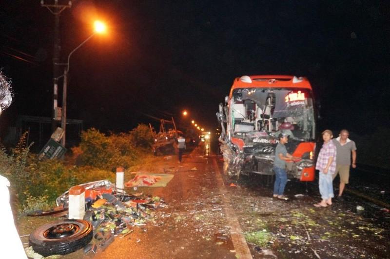 Tai nạn liên hoàn trên đường Hồ Chí Minh - ảnh 1