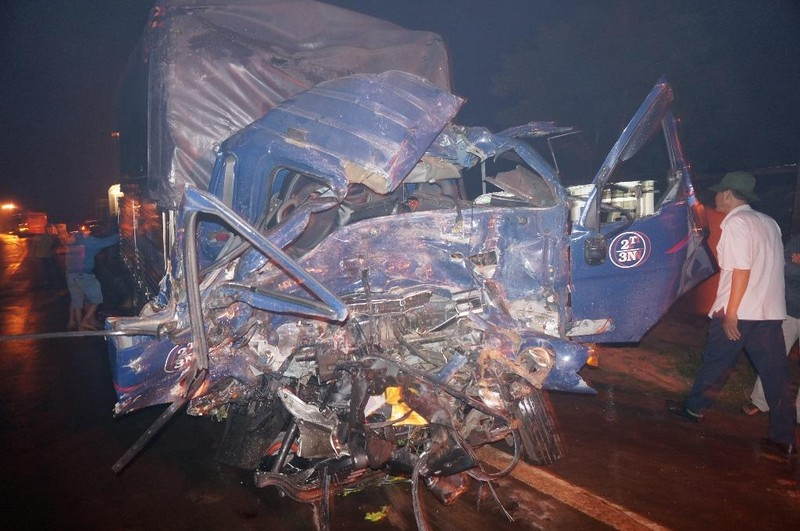 Tai nạn liên hoàn trên đường Hồ Chí Minh - ảnh 2
