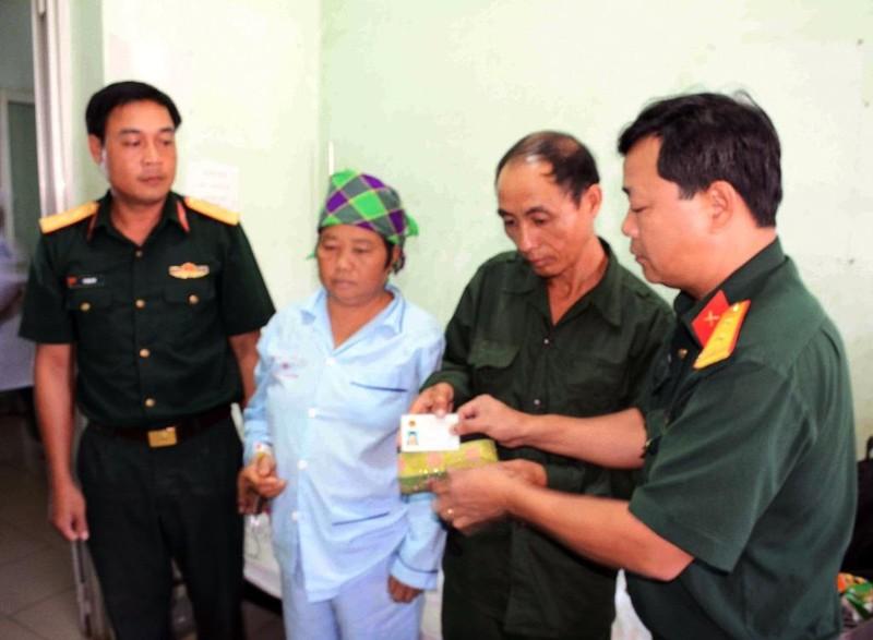 Trung úy quân đội trả lại ví tiền cho bệnh nhân nghèo - ảnh 1
