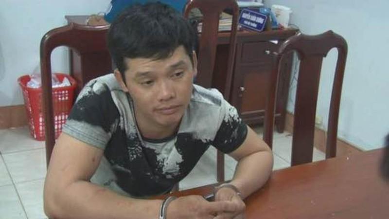 Thanh niên hung hãn cầm dao rựa tấn công CSGT - ảnh 1