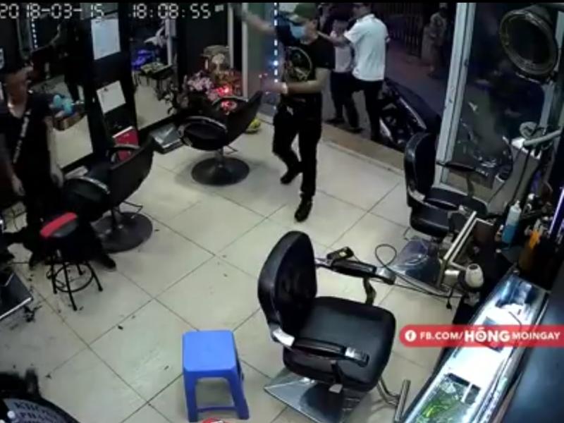 Nổ súng trong tiệm cắt tóc, một người nhập viện - ảnh 1