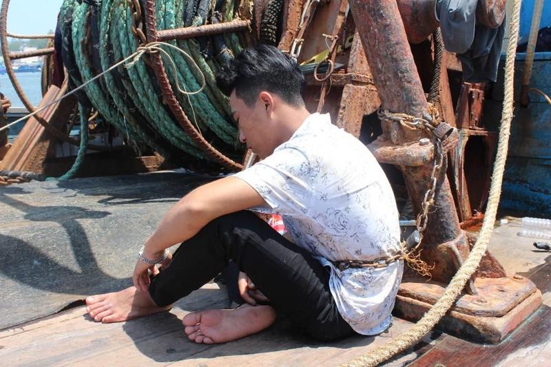 4 ngư dân bị xích, trói trên 2 tàu cá - ảnh 1