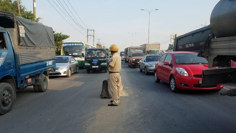 Tài xế xe tải nguy kịch sau tai nạn ở Củ Chi - ảnh 2
