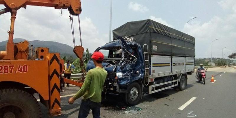 Tông xe tải ở trạm BOT, 1 tài xế tử vong