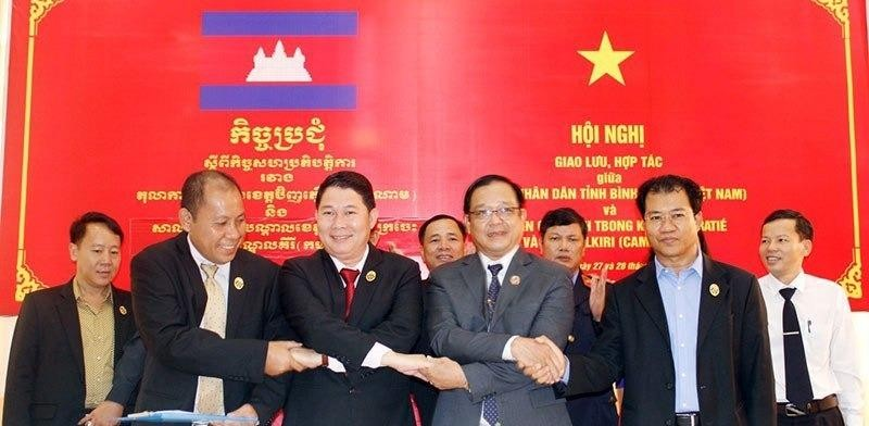 TAND Bình Phước giao lưu với tòa án 3 tỉnh Campuchia - ảnh 1