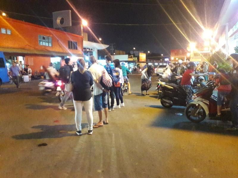 Người dân vất vả rời TP.HCM về quê nghỉ lễ - ảnh 5