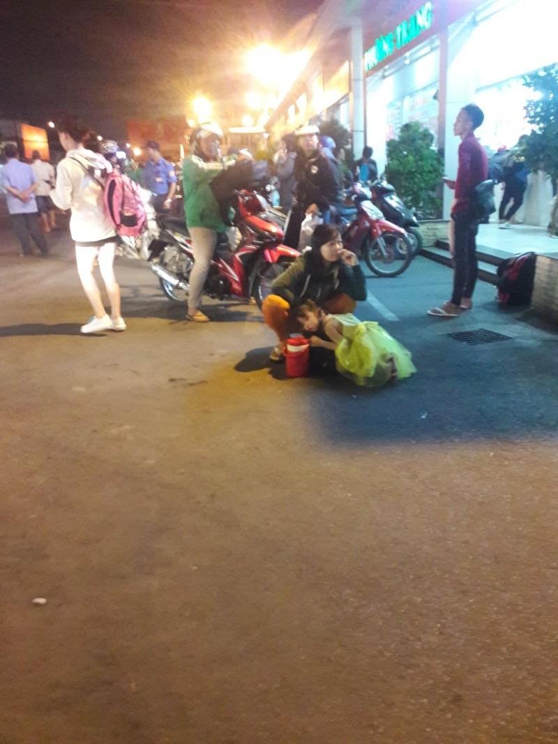 Người dân vất vả rời TP.HCM về quê nghỉ lễ - ảnh 7