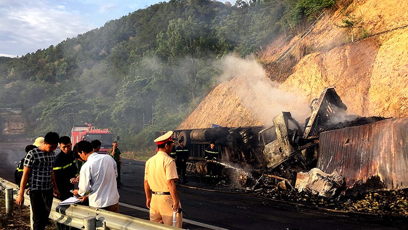 Ô tô bốc cháy, 3 người chết thảm - ảnh 2
