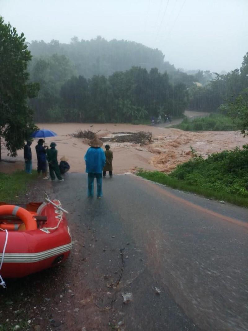 Quảng Ninh ngập lụt, hàng trăm hộ dân phải di dời - ảnh 3