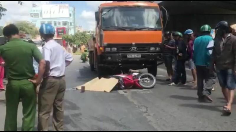 1 người bị xe tải kéo lê hơn 20 m ở Củ Chi - ảnh 1