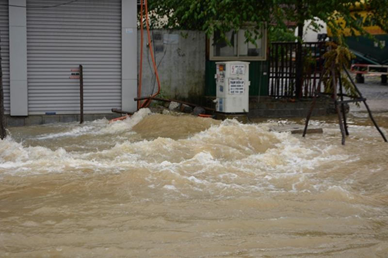 Quảng Ninh: Dốc Đèo Bụt tiếp tục ngập, giao thông tê liệt - ảnh 3