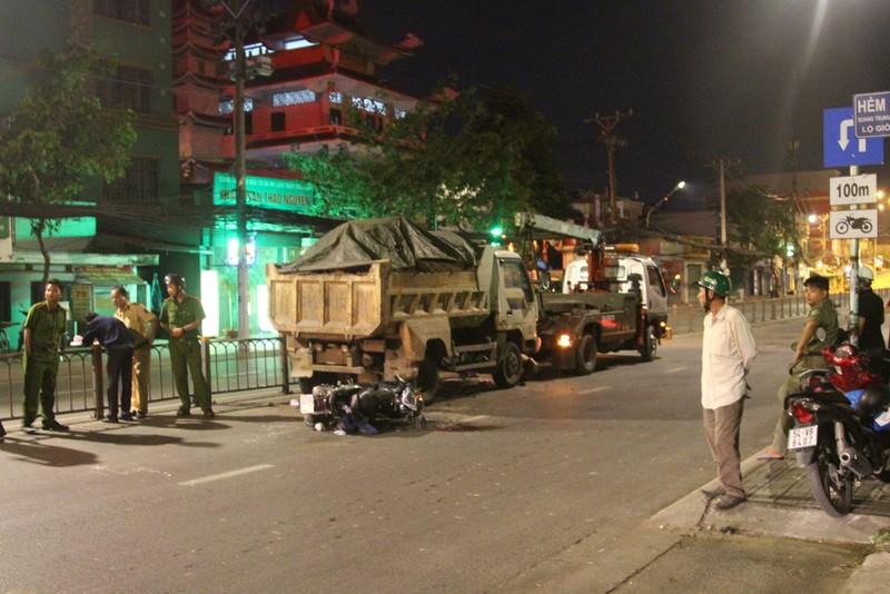 Đậu xe không cảnh báo ở Gò Vấp làm chết người đi đường - ảnh 1