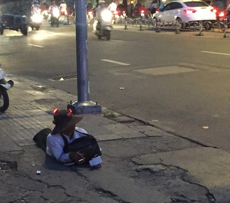 'Kiếm sống 4.0' và 'Nghệ sĩ đường phố' cúi đầu - ảnh 2