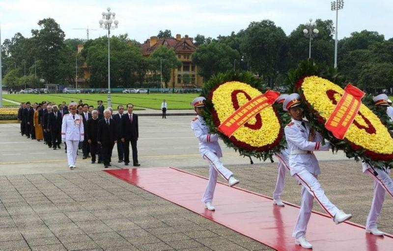 Lãnh đạo Đảng, Nhà nước vào Lăng viếng Chủ tịch Hồ Chí Minh - ảnh 1