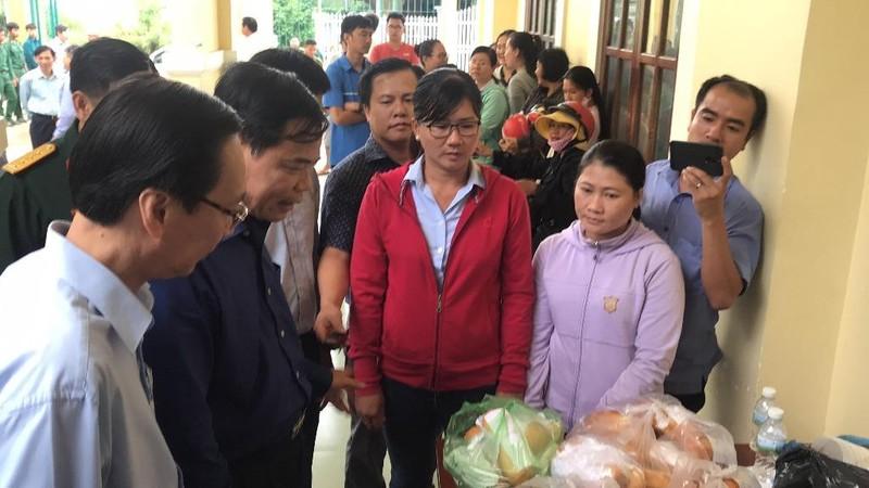 Bộ trưởng Nông nghiệp xuống Cần Giờ thị sát chống bão số 9 - ảnh 2