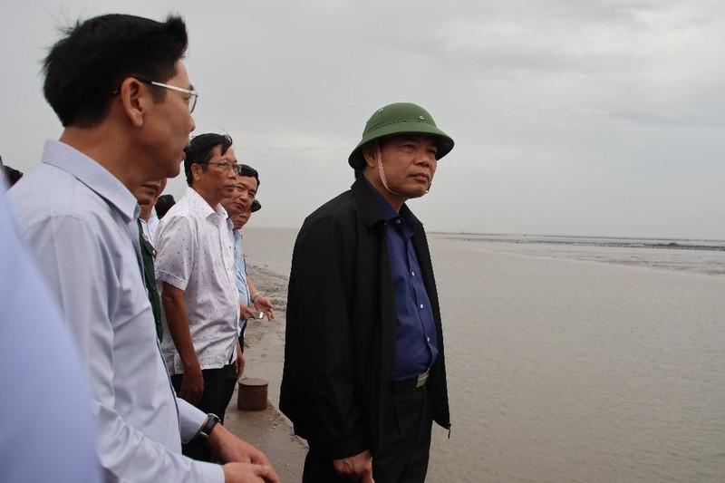 Bộ trưởng Nguyễn Xuân Cường thị sát chống bão tại Cần Giờ - ảnh 1