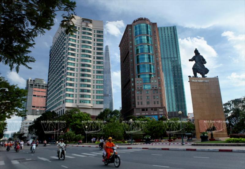 Quận 1 nói về việc dời lư hương ở tượng đài Trần Hưng Đạo - ảnh 1