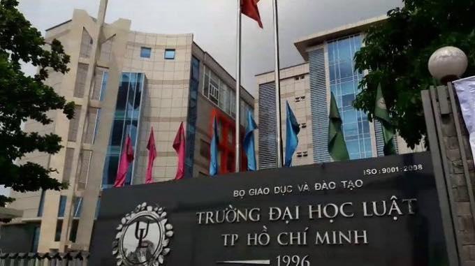 ĐH Luật TP.HCM: Hai Phó Giáo sư xin từ chức - ảnh 1