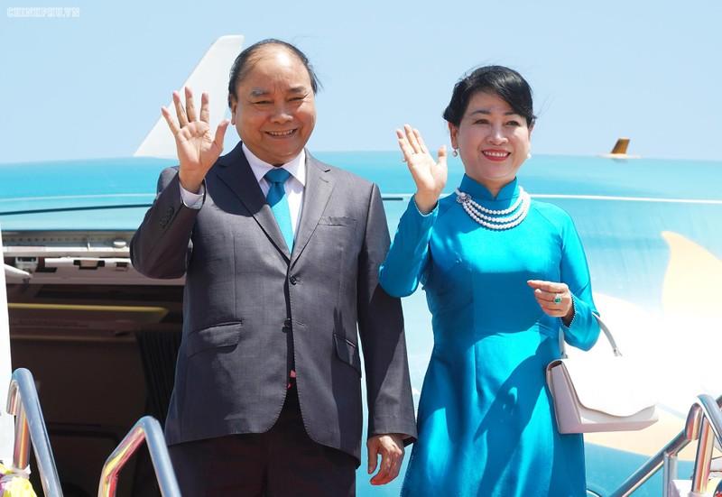 Thủ tướng đến Thủ đô Bangkok dự Hội nghị cấp cao ASEAN - ảnh 1