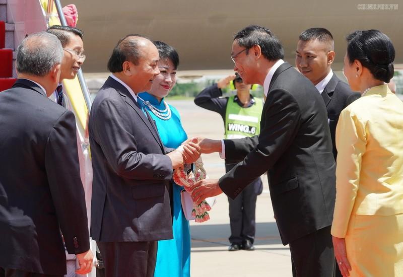 Thủ tướng đến Thủ đô Bangkok dự Hội nghị cấp cao ASEAN - ảnh 2